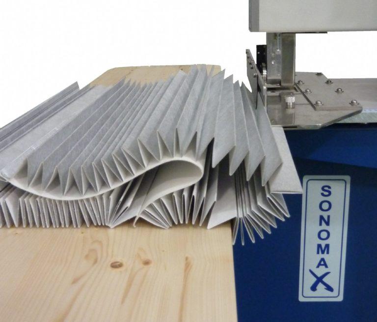 Macchina da cucire a ultrasuoni per filtri